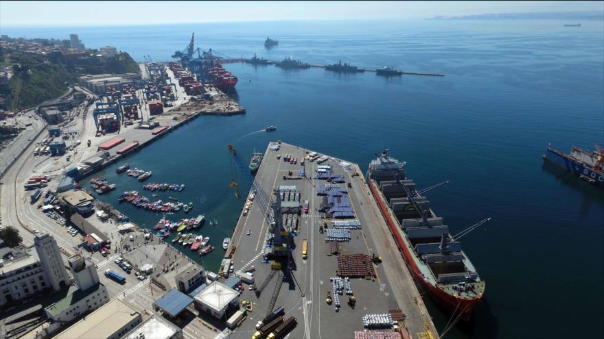 El Puerto de Valparaíso, terminal marítimo ubicado en la ciudad del mismo nombre en la Región de Valparaíso, Chile.