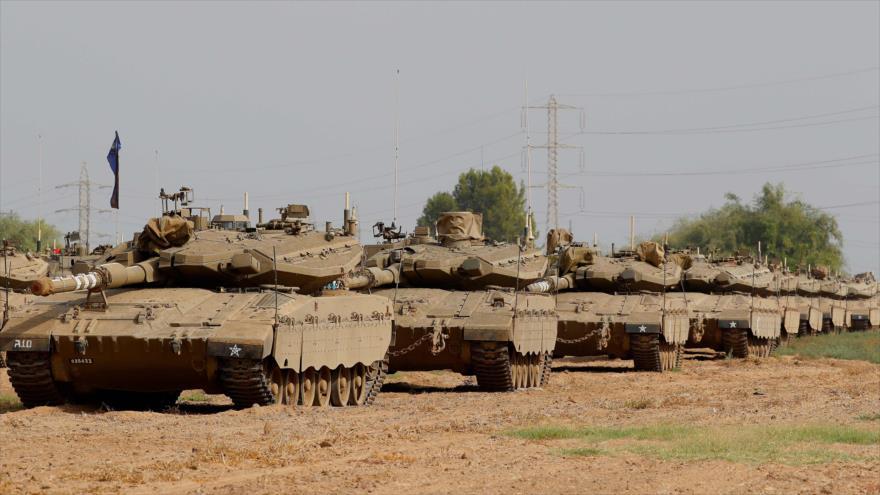 Tanques israelíes, modelo Merkava, en una zona en el sur de los territorios ocupados de Palestina, 19 de octubre de 2018. (Foto: AFP)