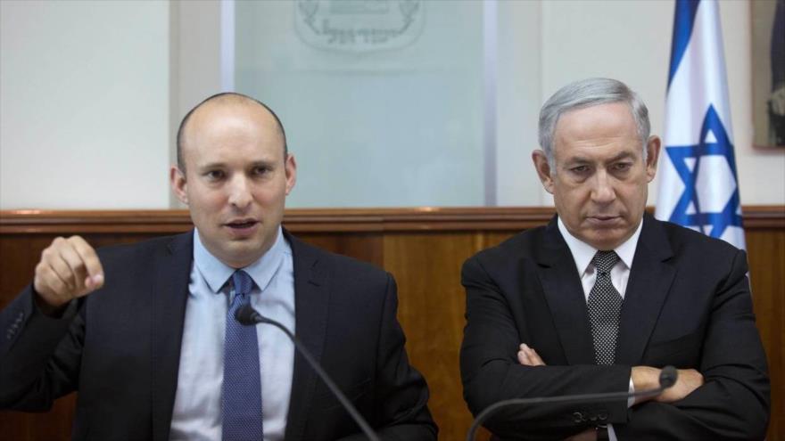 El primer ministro israelí, Benjamín Netanyahu (dcha.), y su ministro de educación, Naftali Bennett, en una reunión del gabinete, 30 de agosto de 2016.