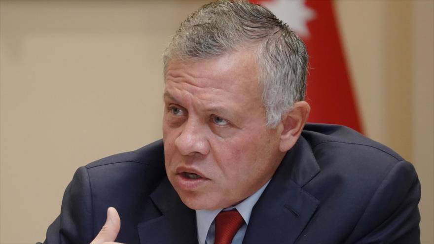 El rey jordano durante una reunión con las personalidades políticas locales en la capital, Amán, 21 de octubre de 2018. (Foto: AFP)