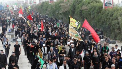 Peregrinos iraníes caminan hacia Karbala para conmemorar Arbain
