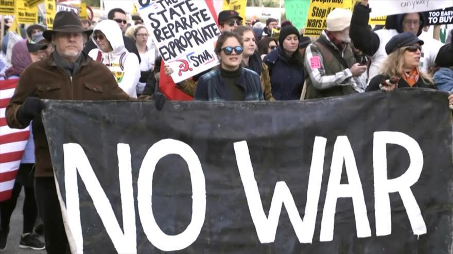Mujeres marchan hacia el Pentágono y exigen el fin de las guerras