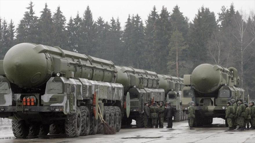 Sistemas de misiles balísticos intercontinentales Topol desplegados en el oeste de Rusia.