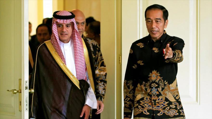 El presidente de Indonesia, Joko Widodo, recibe al canciller saudí, Adel al-Yubeir, en Bogor, 22 de octubre de 2018. (Foto: Reuters)