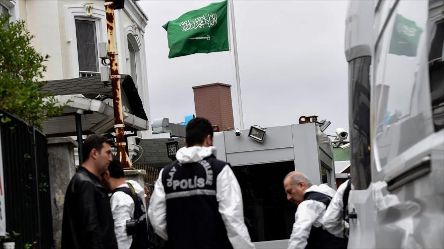 La Policía de Turquía investiga el asesinato de Jamal Khashoggi en el consulado de Arabia Saudí en Estambul, 17 de octubre de 2018, (Foto: AFP).