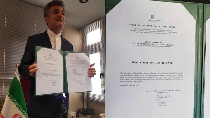 Mehdi Mir Salehi presenta los documentos de registro en la ONU de las perlas del Golfo Pérsico como producto de Irán, 22 de octubre de 2018. (Foto: IRIB)