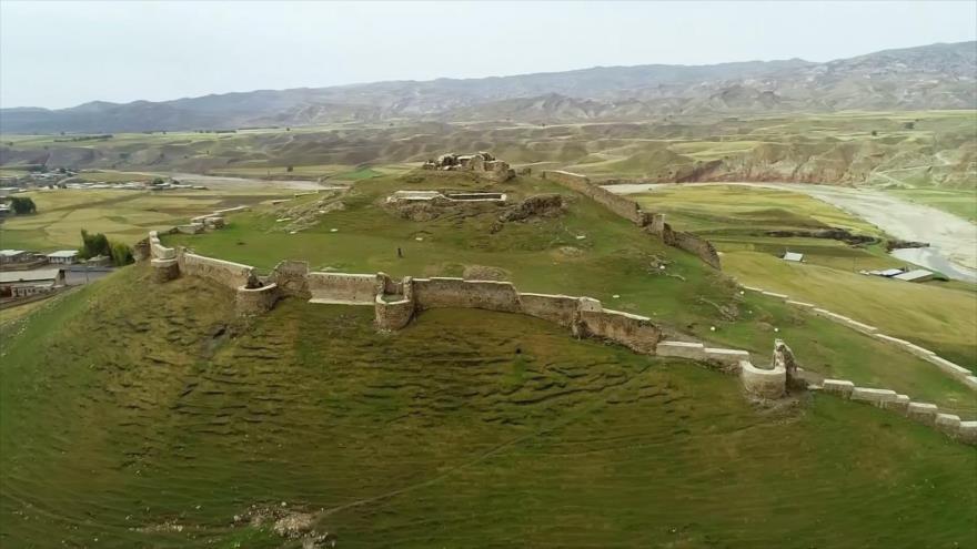 Irán: 1- Las lagunas gemelas de Abdanan y el castillo Poshtghale en Ilam 2- El complejo turístico de Abbas Abad 3- La arquitectura verde 4- La ciudad subterránea de Tahyaq