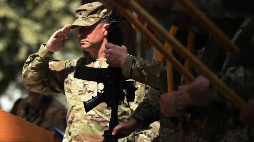 Un militar estadounidense durante una ceremonia militar en Kabul, capital de Afganistán, 2 de septiembre de 2018. (Foto: AFP)