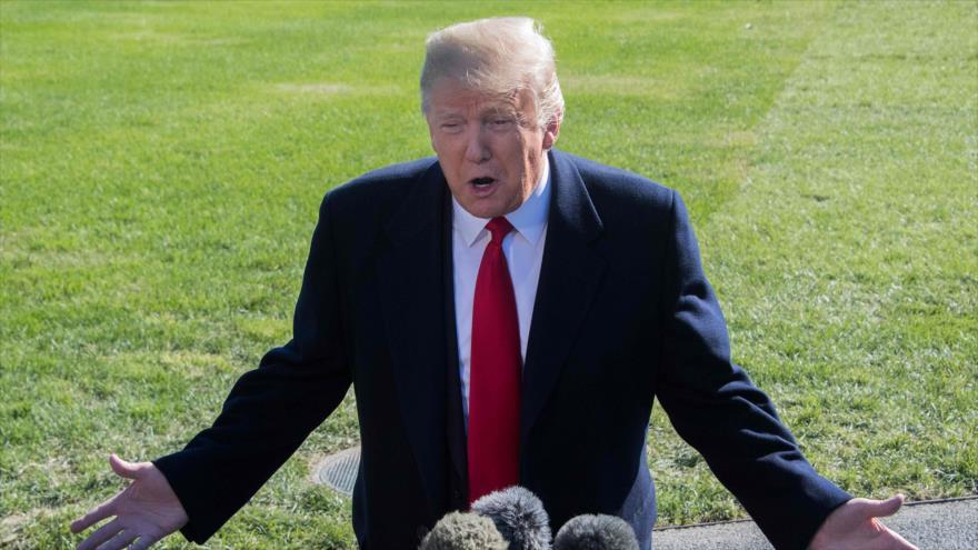 El presidente de EE.UU., Donald Trump, habla con la prensa al salir de la Casa Blanca en Washington, 22 de octubre de 2018. (Foto: AFP)