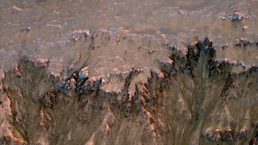 Posibles rastros de agua líquida en Marte.
