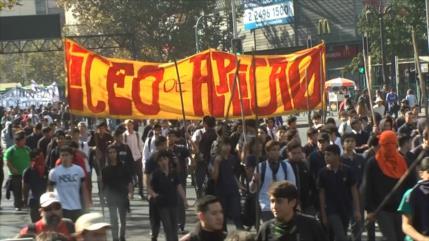"""Difunden """"fake news"""" que criminalizan a estudiantes chilenos"""