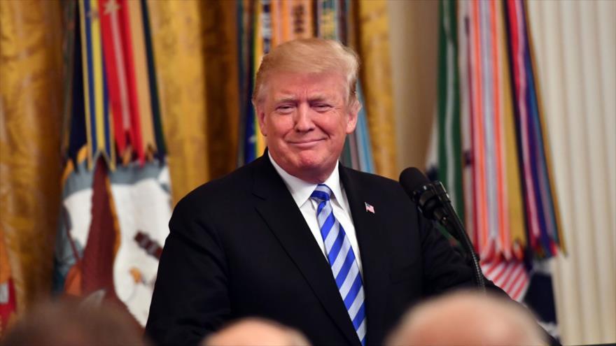 Trump firma una ley para imponer nuevas sanciones contra Hezbolá