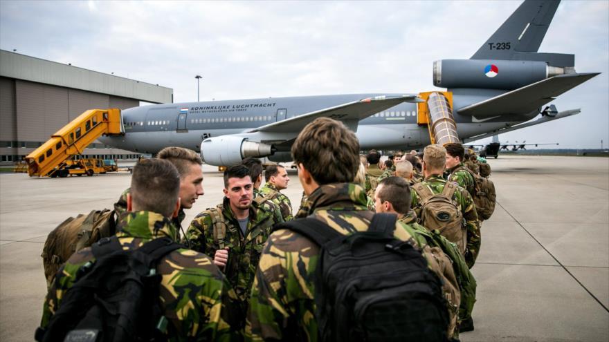 Los soldados neerlandeses se preparan para participar en las maniobras Trident Juncture 2018, 19 de octubre de 2018. (Foto: AFP)