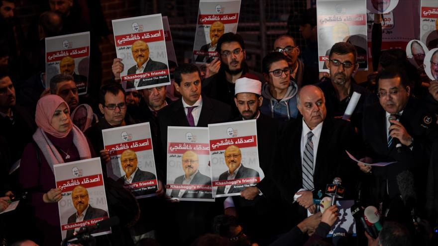 Una manifestación contra el asesinato de Jamal Khashoggi frente al consulado saudí en Estambul, Turquía, 25 de octubre de 2018. (Foto: AFP)