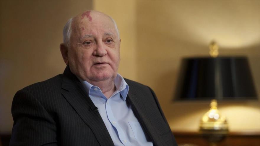 Gorbachov: EEUU ha iniciado nueva carrera armamentística