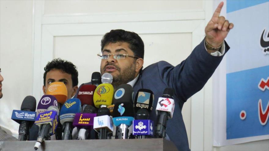 El presidente del Comité Supremo Revolucionario de Yemen, Muhamad Ali al-Houthi, habla con la prensa.