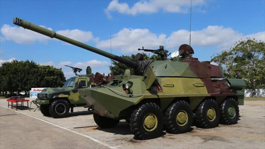 Un chasis BTR-100- A BTR-60 cubano con una torreta T-55 modificada.