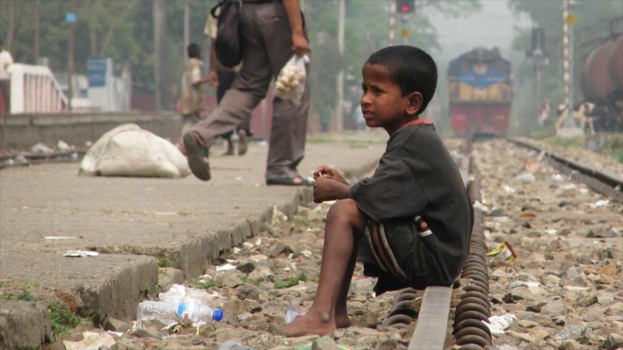 Unicef denuncia que unos 1,6 millones de niños argentinos no reciben ayuda del Gobierno.