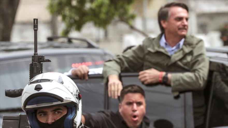 Vídeo: Bolsonaro votó con un chaleco antibalas y evitó a la prensa