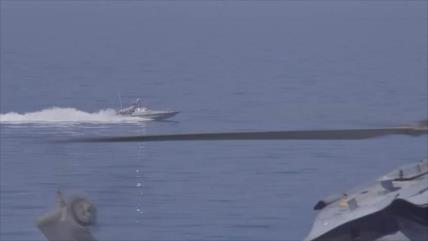 Vea cómo se acerca un barco iraní al USS Essex en el Golfo Pérsico