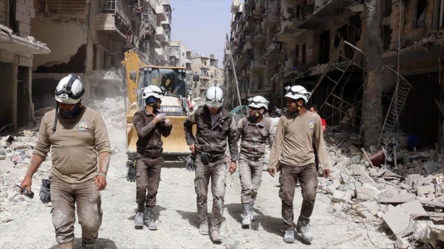 Un grupo de los polémicos cascos blancos, desplegados en la ciudad de Daraa, en el suroeste de Siria.
