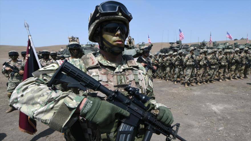 Soldados georgianos y estadounidenses, durante unas maniobras militares en la base de Vaziani, en Georgia, 12 de agosto de 2017. (Foto: AFP)