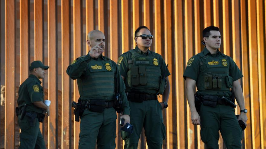 Migrantes avanzan a EEUU que enviará a miles de soldados a frontera