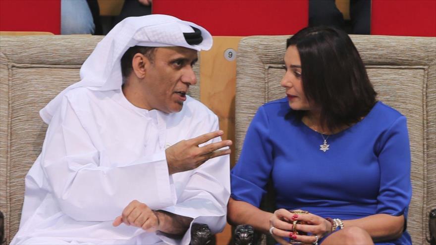 La ministra israelí de cultura y deportes, Miri Regev, junto al presidente de la Federación de Judo de EAU en Abu Dabi, 27 de octubre de 2018. (Foto: AP)
