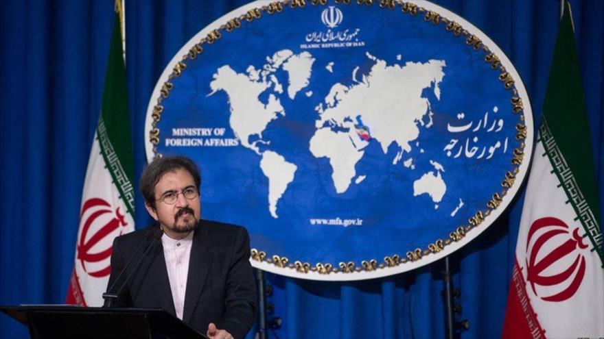 El portavoz de la Cancillería iraní, Bahram Qasemi, asiste a una rueda de prensa en Teherán, la capital persa.