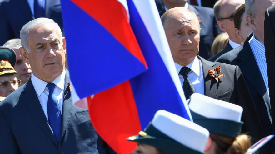El presidente ruso, Vladimir Putin (dcha.), junto al primer ministro israelí, Benjamín Netanyahu, en Moscú, 9 de mayo de 2018. (Foto: AFP)