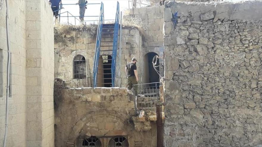 Vídeo: Colonos israelíes ocupan casas palestinas en Al-Jalil