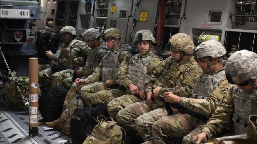 Soldados de EEUU llegan a una base en Texas para frenar migrantes