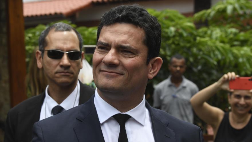 PT dice que 'se le cayó la máscara' a juez Moro, que encarceló a Lula