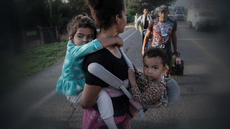 Agotador viaje para miles de niños en la caravana de migrantes
