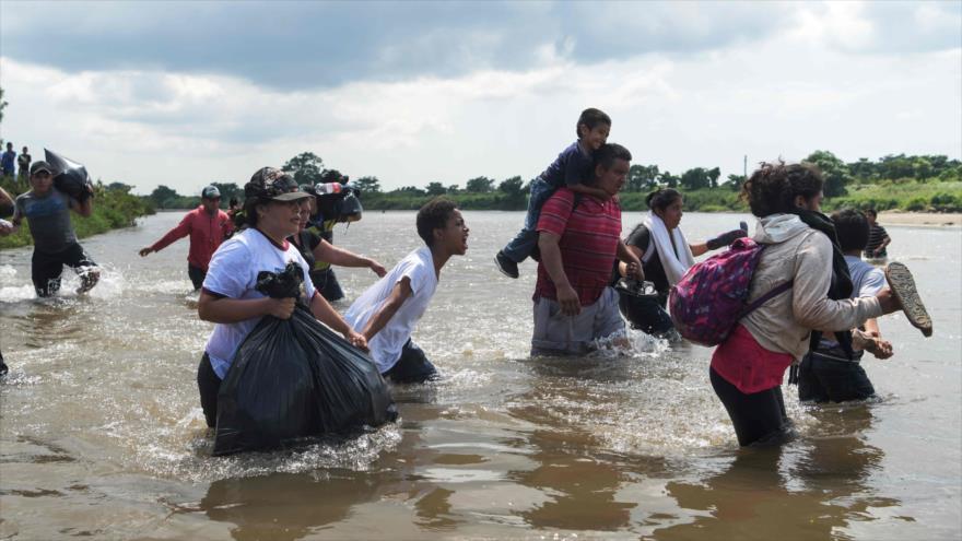 Caravana de migrantes interpone una demanda contra Trump