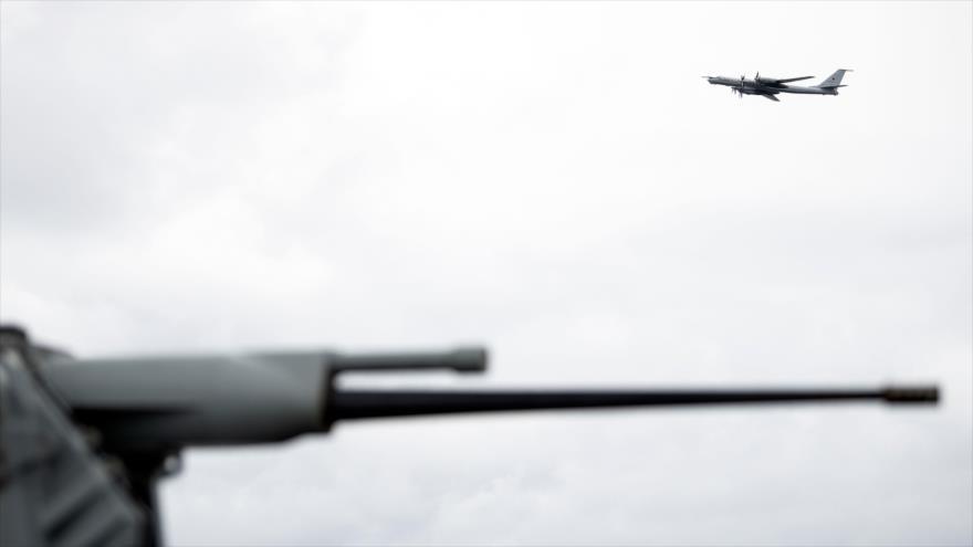Avión ruso sobrevoló buque insignia de EEUU en maniobras de OTAN | HISPANTV