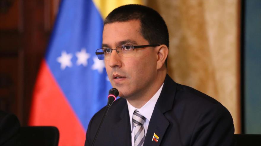 El canciller de Venezuela, Jorge Arreaza, habla en una rueda de prensa, en Caracas, la capital.