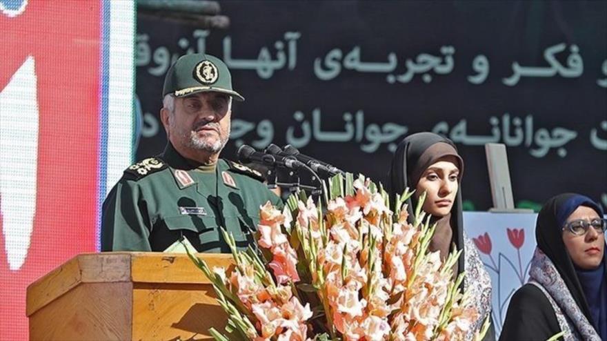 El comandante en jefe del CGRI de Irán, el general de división Mohamad Ali Yafari, ofrece un discurso en Teherán, 4 de noviembre de 2018.