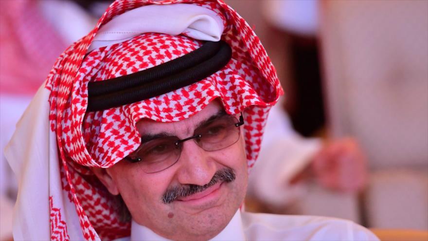 El príncipe saudí Al-Walid bin Talal en una reunión en Riad, la capital de Arabia Saudí, 24 de octubre de 2018. (Foto: AFP)