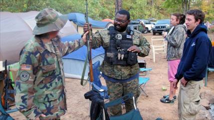 Milicianos de EEUU se dirigen a frontera para detener a migrantes
