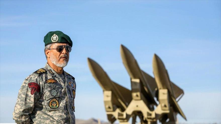 El coordinador adjunto del Ejército iraní, el contralmirante Habibolá Sayari, inaugura las maniobras militares de defensa aérea, 5 de noviembre de 2018.