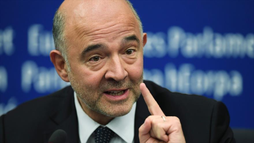 Comisario de Economía de la Unión Europea (UE), Pierre Moscovici, en rueda de prensa en el Parlamento Europeo, 23 de octubre de 2018. (Foto: AFP)