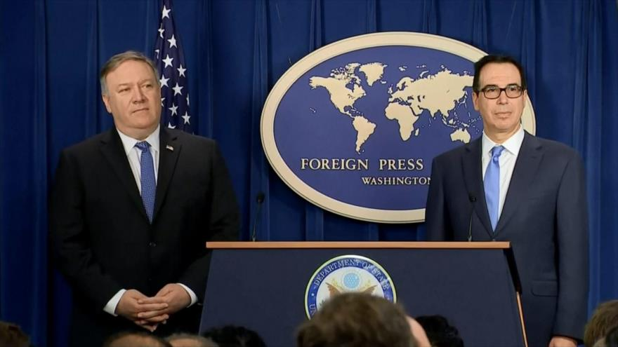Los secretarios de Estado y de Tesoro de EE.UU., Mike Pompeo y Steven Mnuchin, respectivamente, en una rueda de prensa, 5 de noviembre de 2018. (Foto: AP)