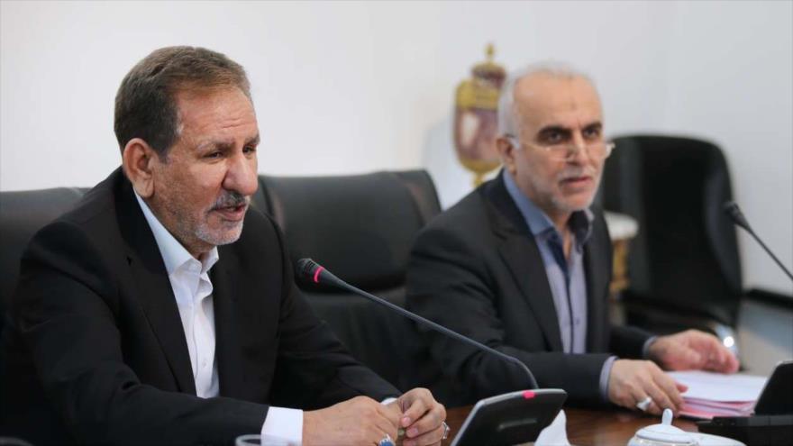 El primer vicepresidente iraní, Eshaq Yahanguiri (izq.), durante una reunión en Teherán, capital iraní, 5 de noviembre de 2018.