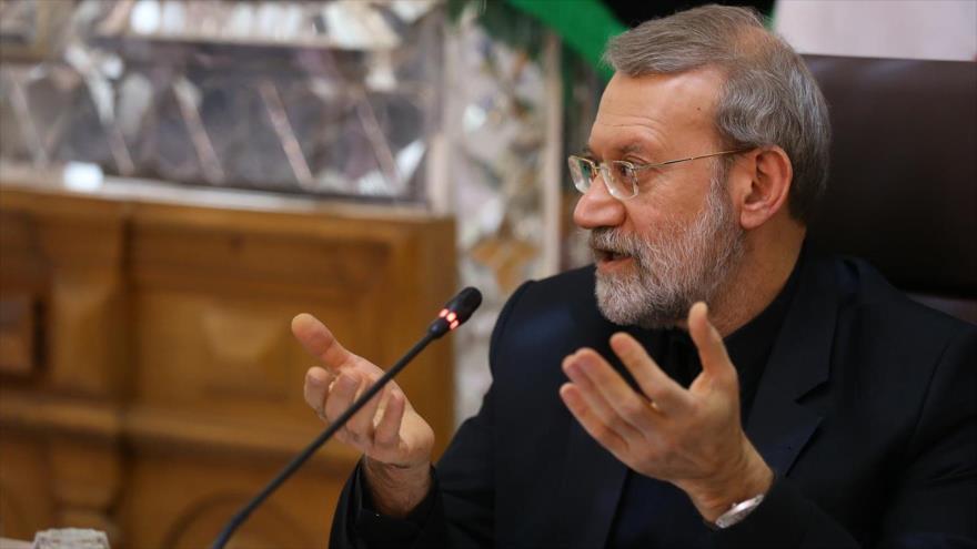 El presidente del Parlamento iraní, Ali Lariyani, habla en un acto oficial en Teherán, la capital persa, 6 de noviembre de 2018.