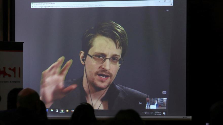 Edward Snowden, exanalista de la NSA, habla durante conferencia en Argentina, 14 de noviembre de 2016. (Foto: Reuters)