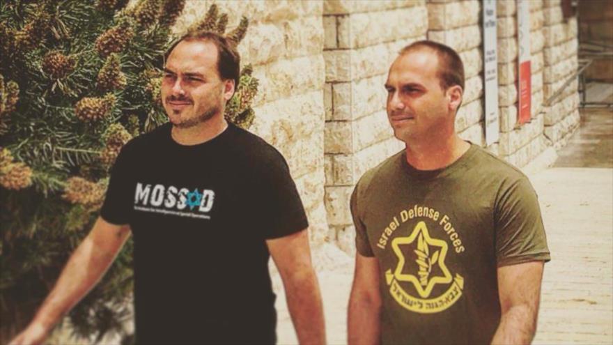 Hijos de Bolsonaro con camisetas de Mossad y ejército israelí | HISPANTV