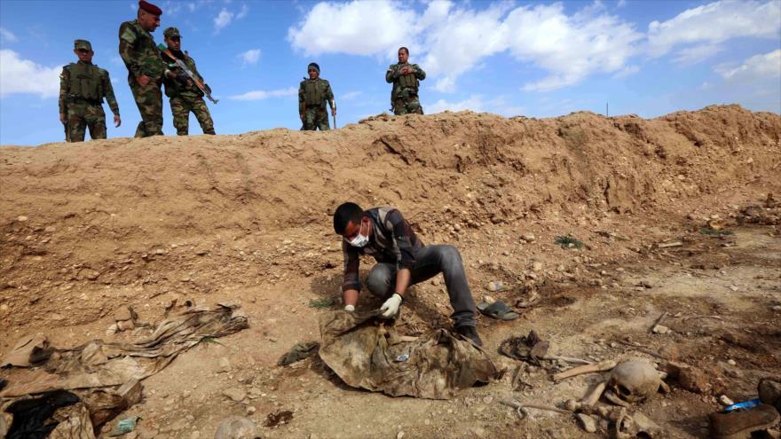 Tropas iraquíes hallan una fosa común en el noroeste del país, 3 de febrero de 2015. (Foto: AFP)