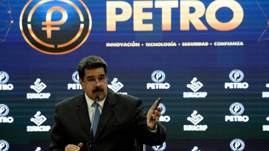 El presidente de Venezuela, Nicolás Maduro, en una rueda de prensa sobre el lanzamiento de la criptomoneda petro, 2 de octubre de 2018. (Foto: AFP)