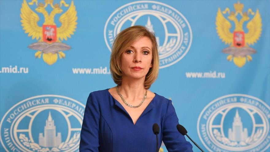 La portavoz de la Cancillería rusa, María Zajarova, asiste a una rueda de prensa en Moscú, capital rusa.